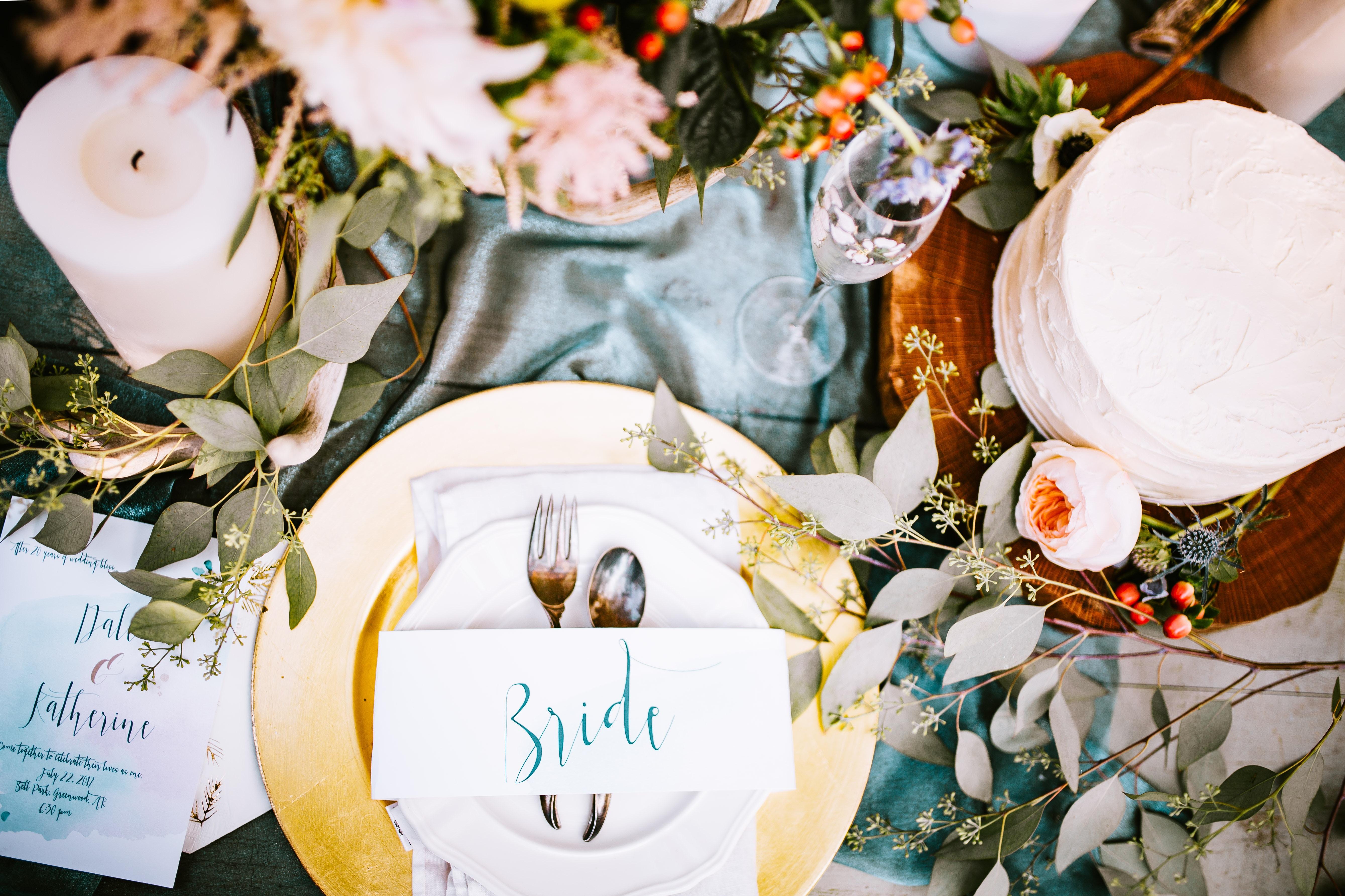 Peaufiner la décoration de vos tables de mariage avec un porte-nom !