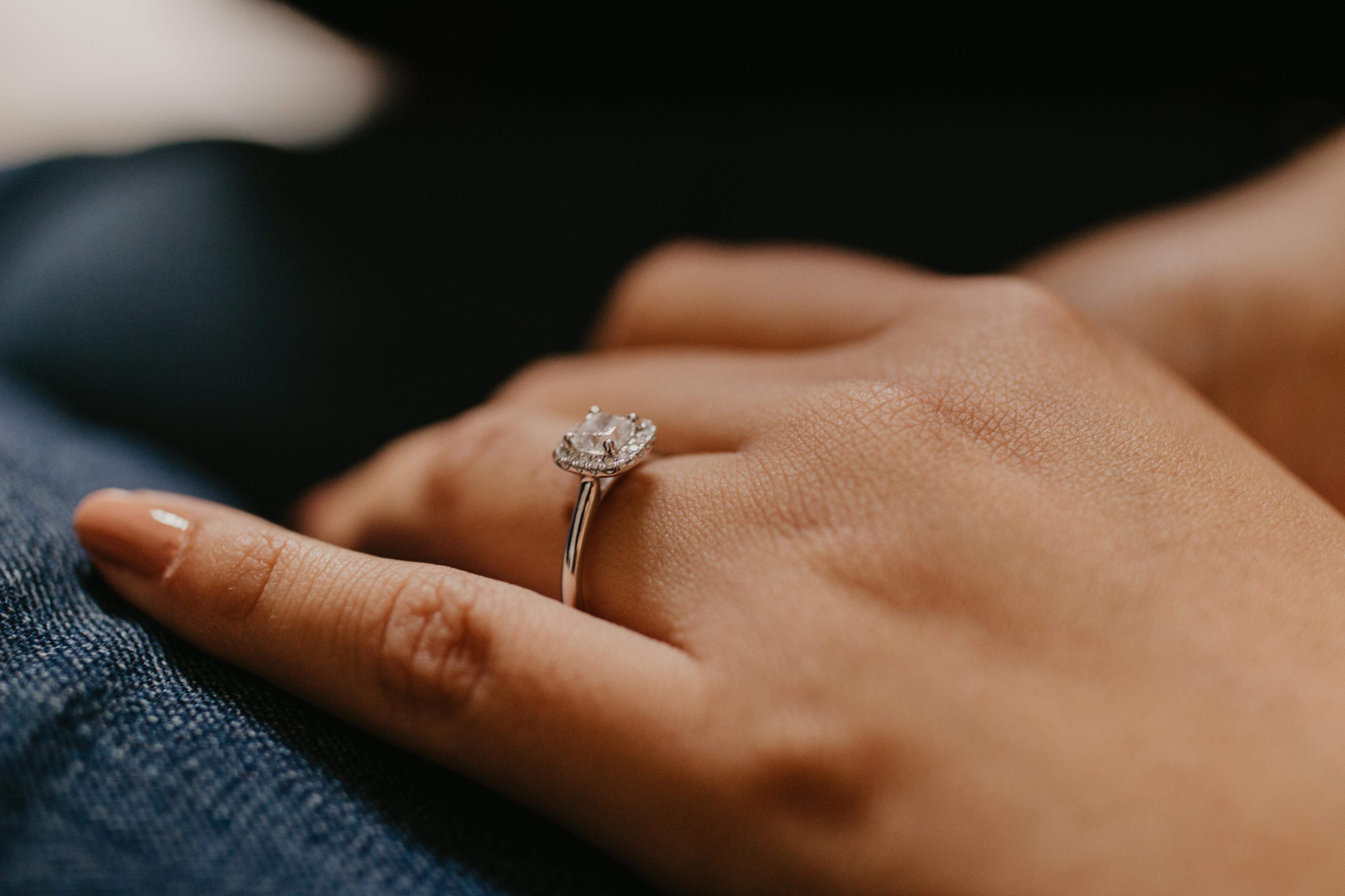 Comment choisir une bague de fiançailles ?
